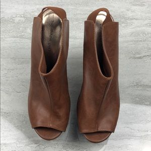 🌵Madden Girl Brown Wedges Size 9